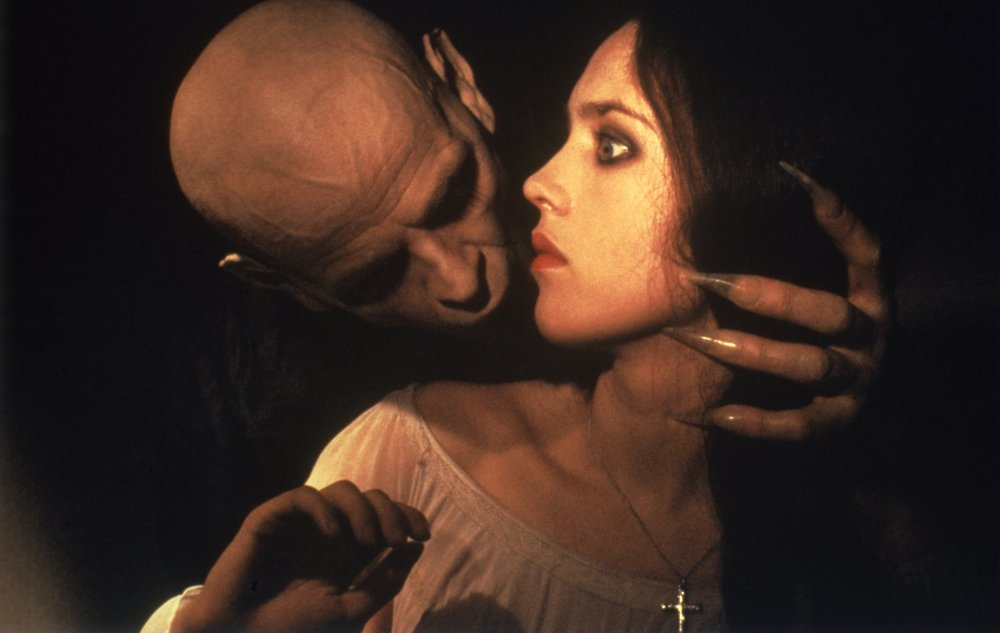 nosferatu-the-vampyre-1979-002-klaus-kinski-holding-isabelle-adjani-in-profile
