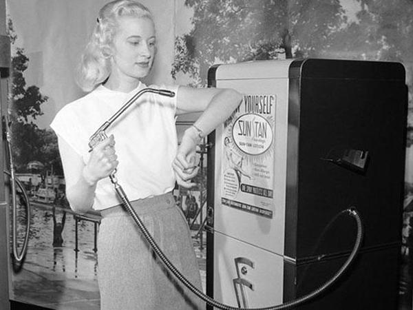 22-Suntan-vending-machine-1949