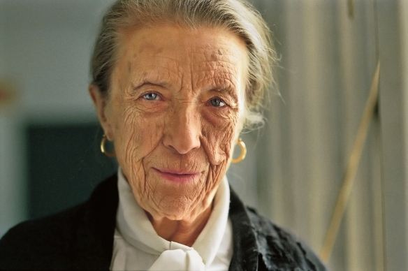 Louise-Bourgeois-Portrait-Photo-Jeremy-Pollard-copyright