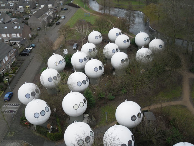 Bolwoningen – The Futuristic Bubble Houses of Den Bosch