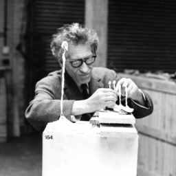 Doodle Tuesday – Demi-monde muse … Caroline by Alberto Giacometti